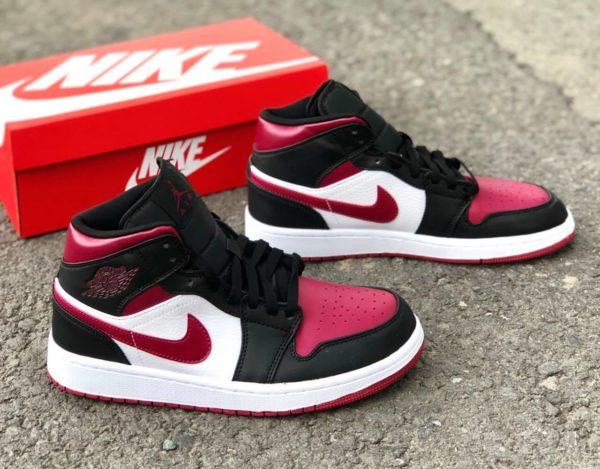 Nike Air Jordan 1 - RED/Black/White