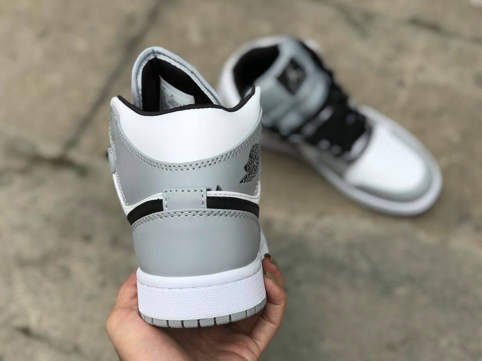 Nike Jordan 1 Mid